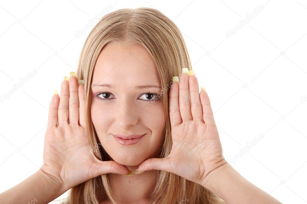 mujer joven enmarcar la cara con las manos — Foto de stock ...