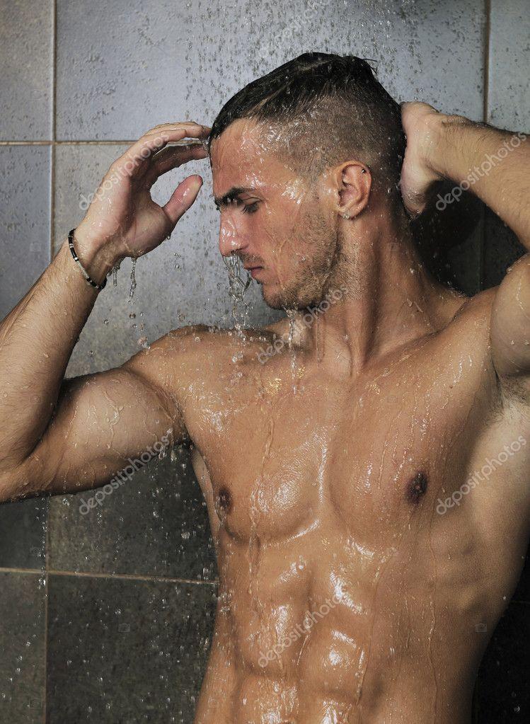 полтора часа голые спортсменки моются в душе после тренировки нимфеток найдет