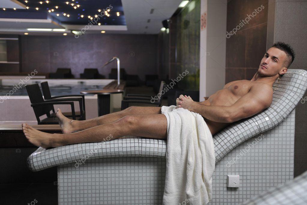 attraktiver junger mann in der sauna stockfoto 3369220. Black Bedroom Furniture Sets. Home Design Ideas