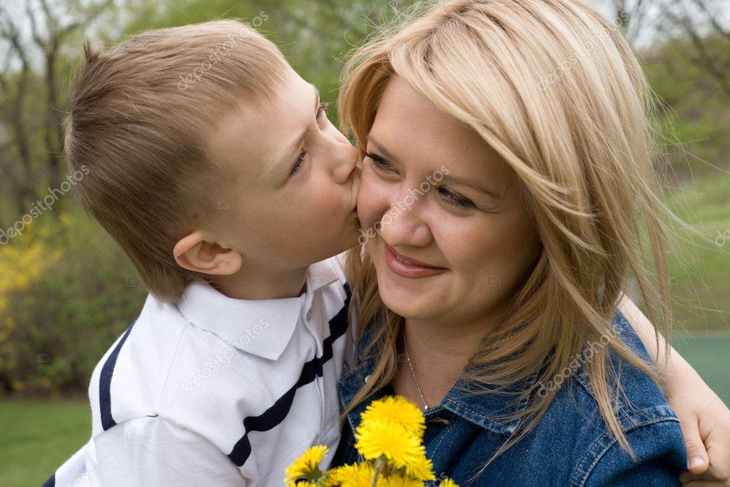 http://static4.depositphotos.com/1004206/322/i/950/depositphotos_3227569-Mother-and-son.jpg