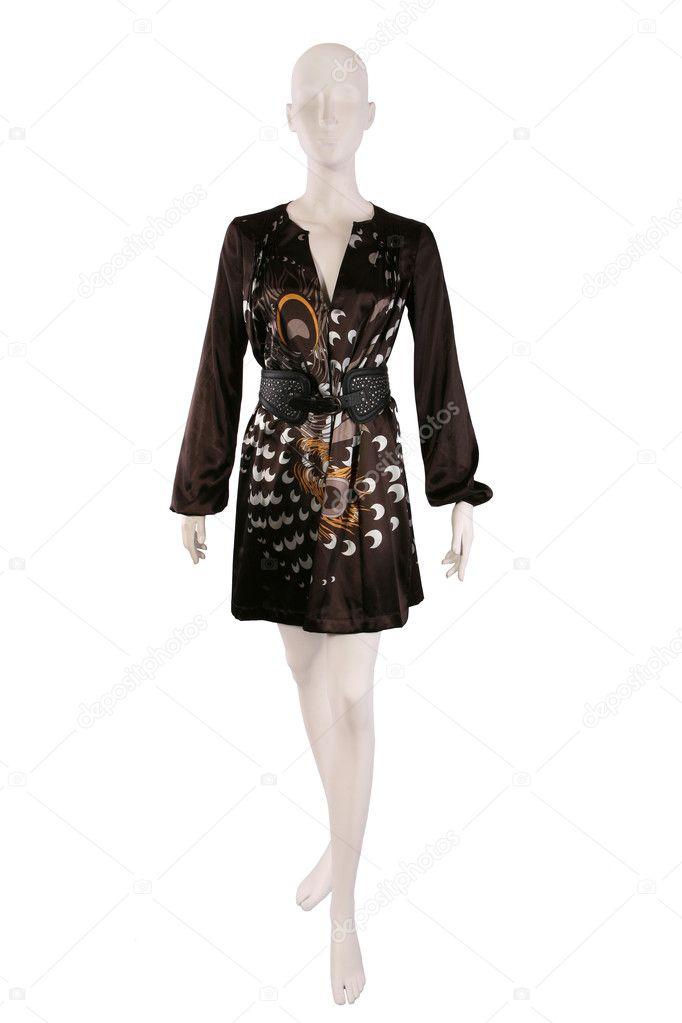29ee9c117 Vestido de seda marrom com cinto isolado em um manequim — Fotografia por  gsermek