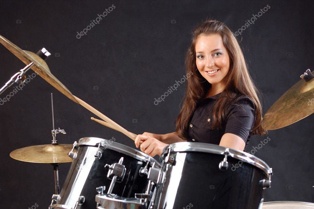 girl playing drums - 1023×680