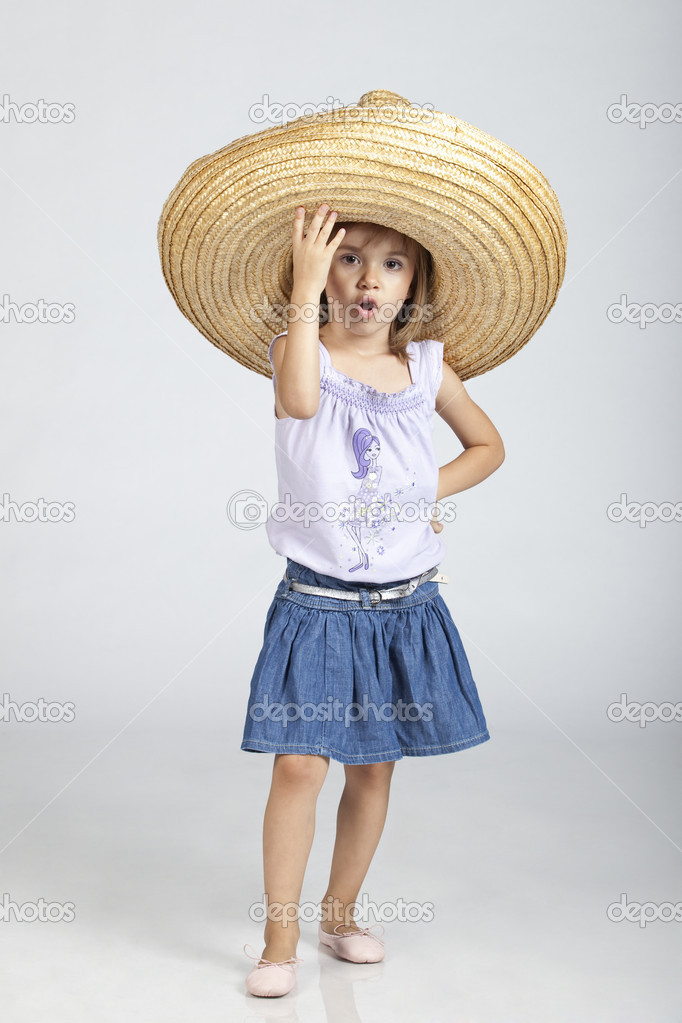 mexické 5 let stará holčička nosit velký klobouk sumbrero — Stock ... f6c3eb4233