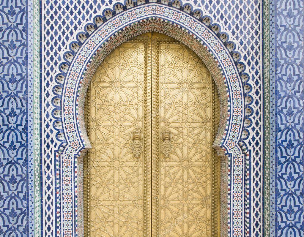 Golden door in Fes door of Royal palace \u2014 Stock Photo #3057928