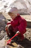 Fotografie Kind spielen im Schlamm