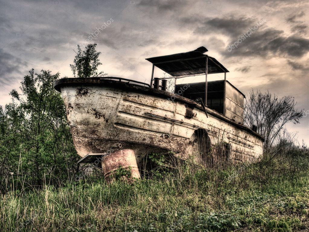 Фотообои Старый Речной катер