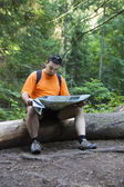 Photo Tourist reading a map