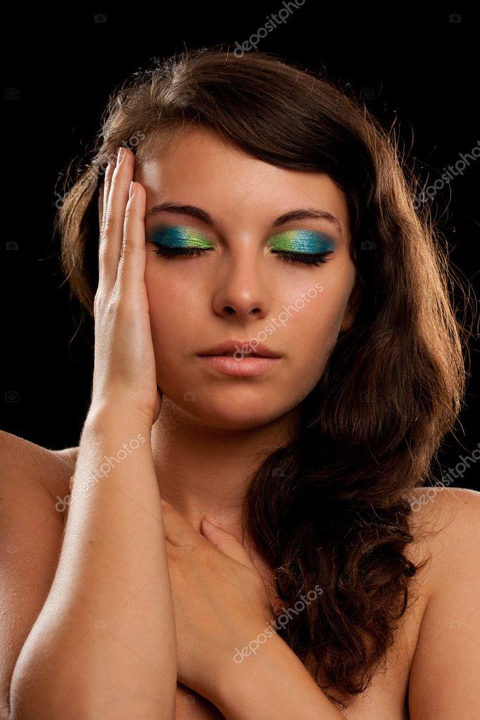 La Chica Joven Hermosa Con Un Maquillaje Natural Ligero Y