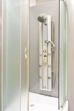 Metallic shower