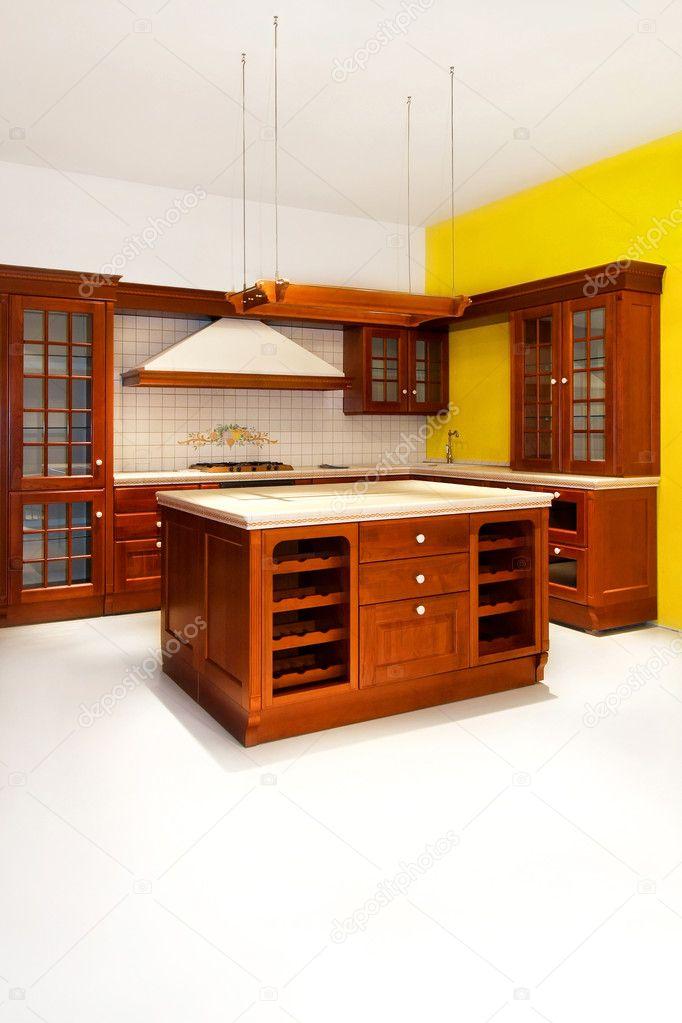 Große Hölzerne Küche Im Amerikanischen Stil Der Klassischen U2014 Foto Von  Baloncici