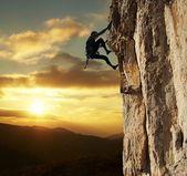 Fotografie horolezec na sunset
