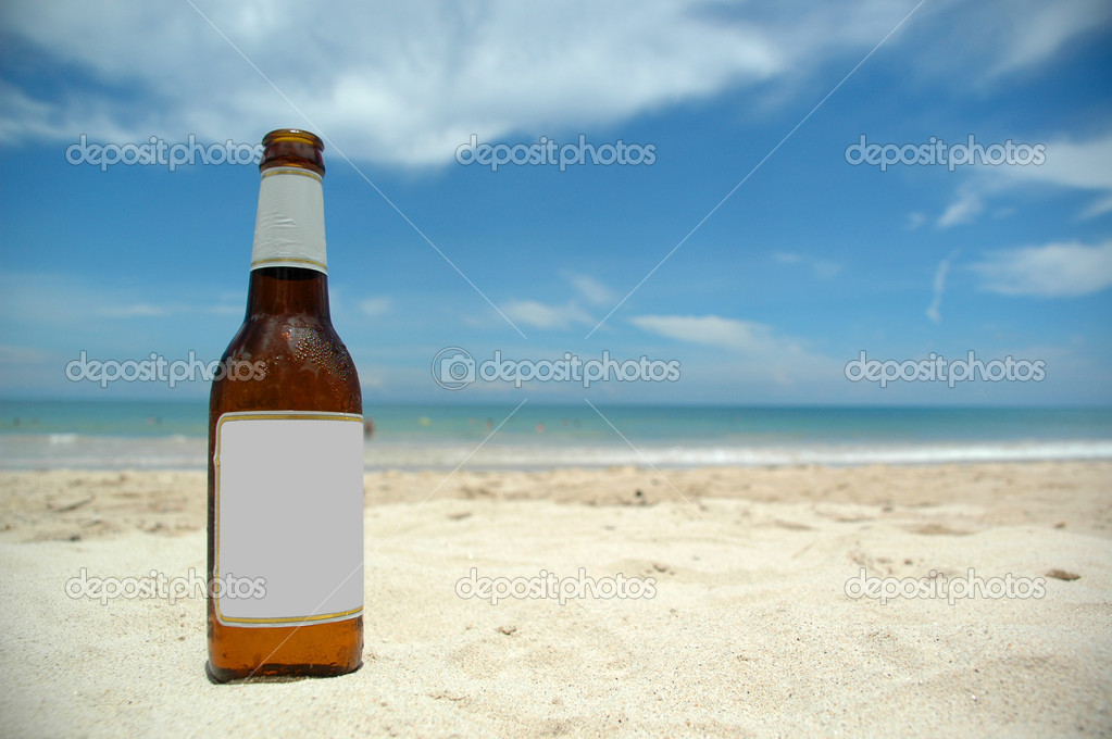 Cold beer on beach (blank)