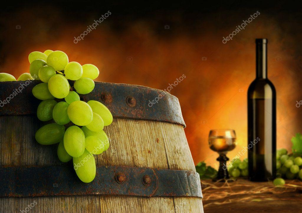 Wine barrel, grape and wine composition