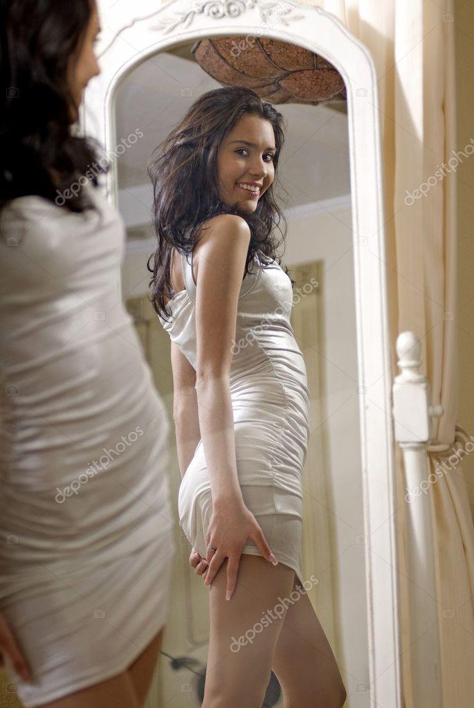 Девушки у зеркал фото 221-164
