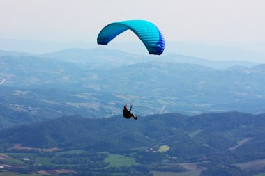Para-glider in the alps