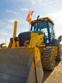Planierraupe construction equipment geparkt auf baustelle