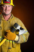 usmívající se hasič