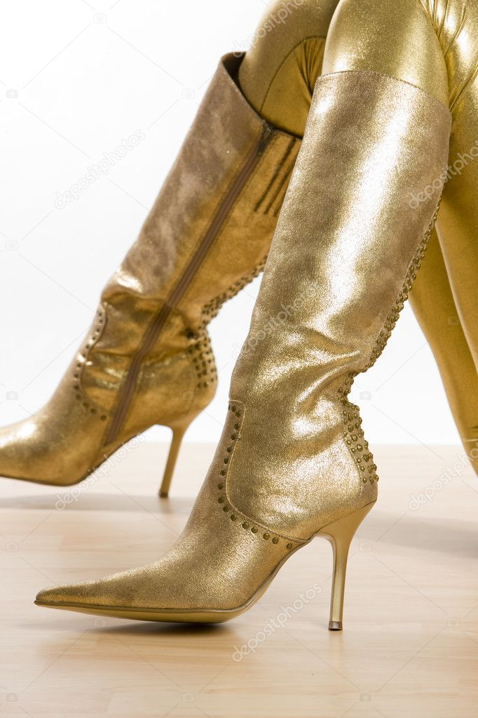 секси в золотых сапогах