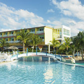 a Hotel s medence, cayo coco, kubai
