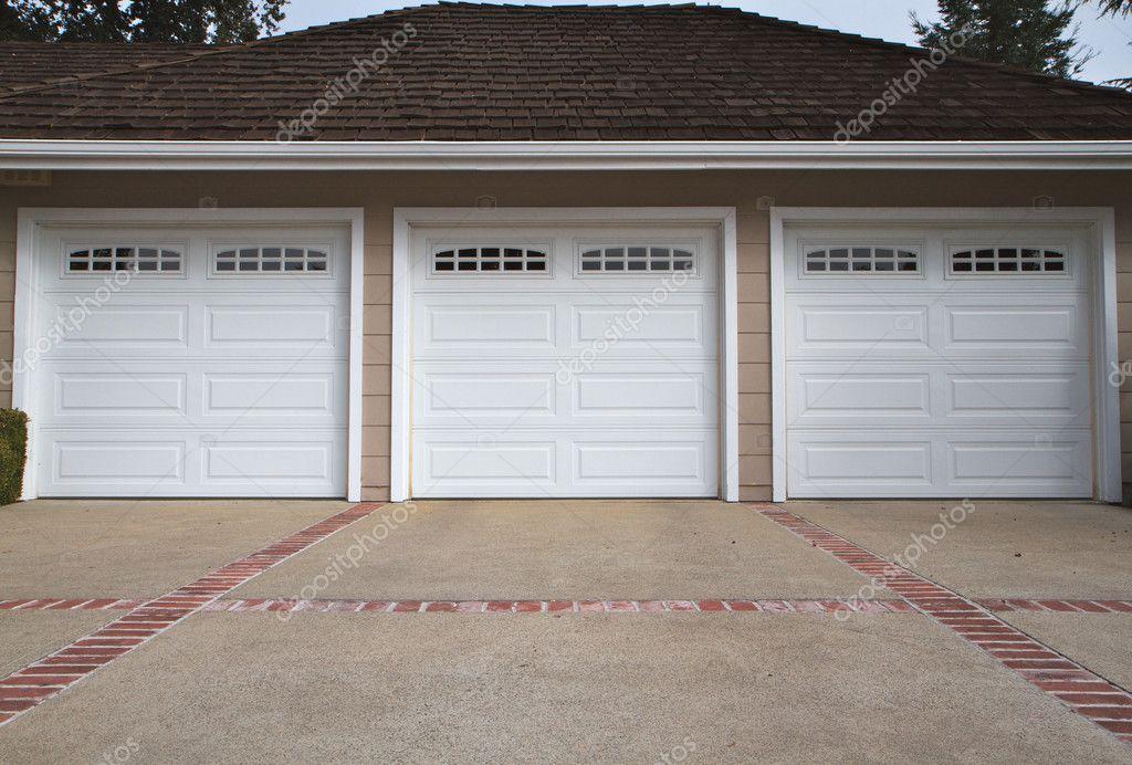 Splinternye Tre bil garage nära — Stockfotografi © bobkeenan #3891747 LU-67
