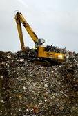 Fényképek bulldozwer dolgozik a hulladék ártalmatlanítása