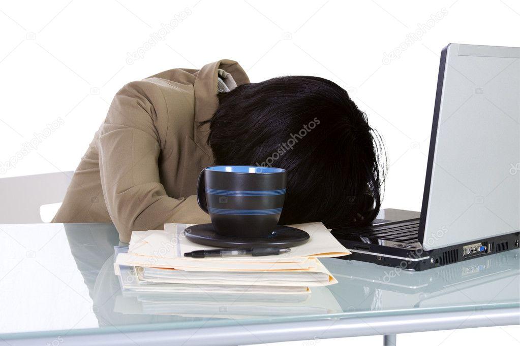 Collégien dormir sur son bureau u photographie mdilsiz