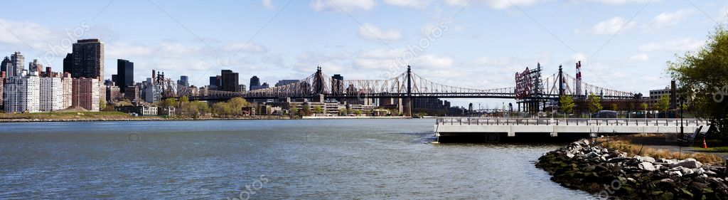 The Queensboro Bridge spanning the East River connecting Manhattan and Astoria, Long Island City, Queens, in New York City.