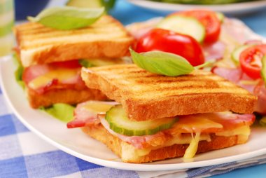 Toasts with cheese,bacon and tomato