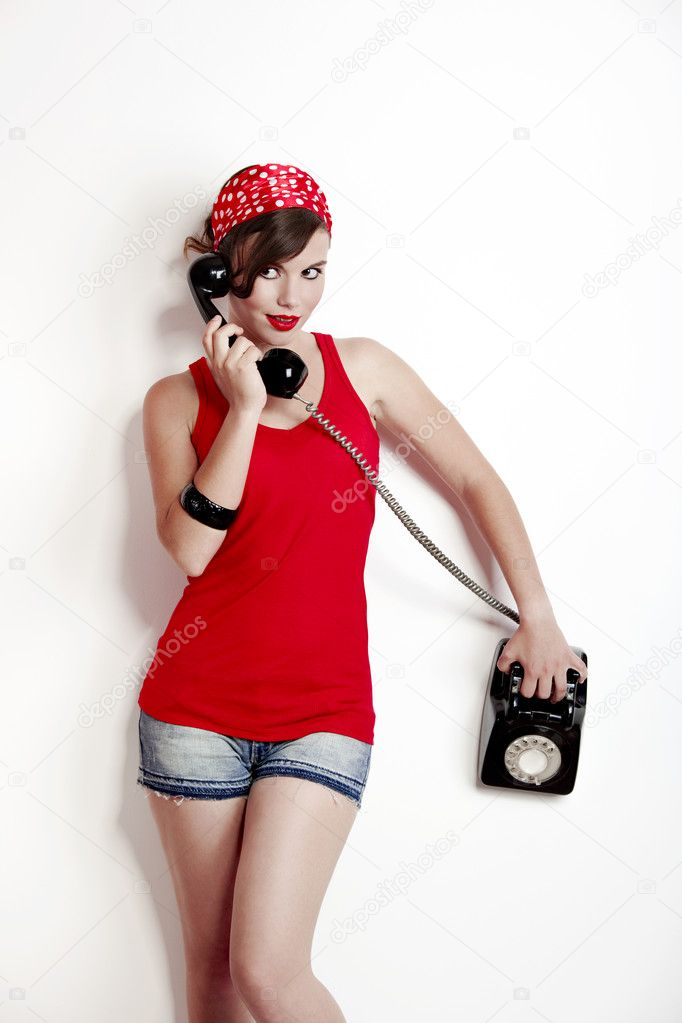 Девушка в красном нижнем белье пин ап с телефоном фото фото 47-640