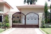 Fotografie Mansions Front Gate