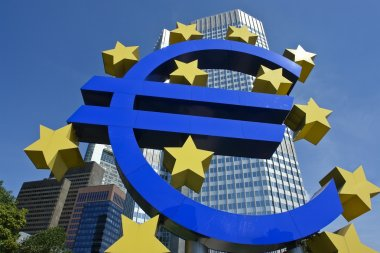 Euro symbol in front of the ECB building