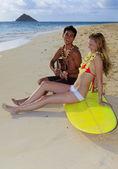 Fotografia Beachboy gioca il suo ukulele per ragazza