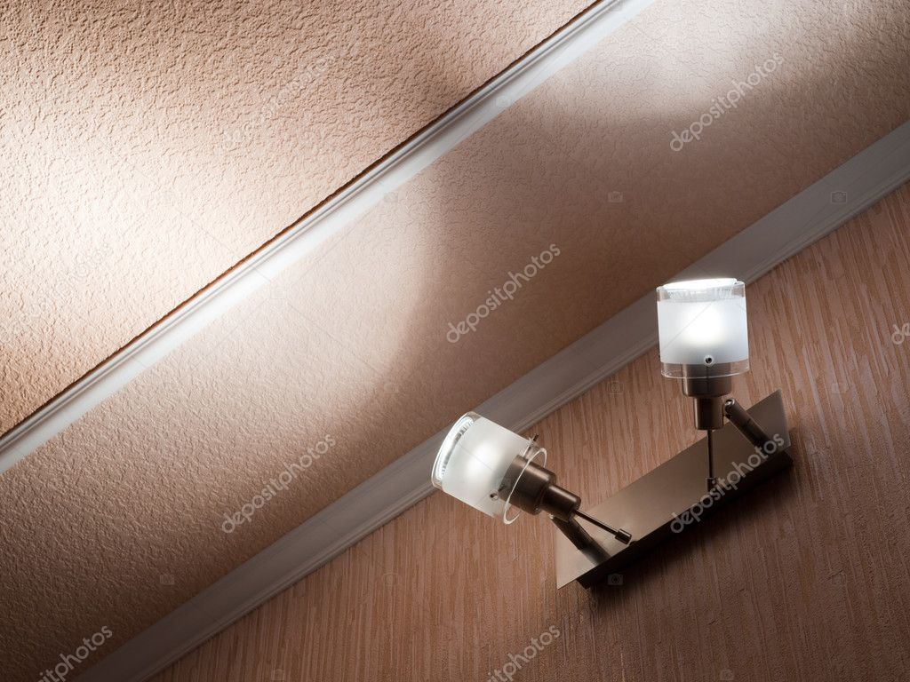 Plafoniere Tetto : Due plafoniere moderne montato a parete u foto stock sheval