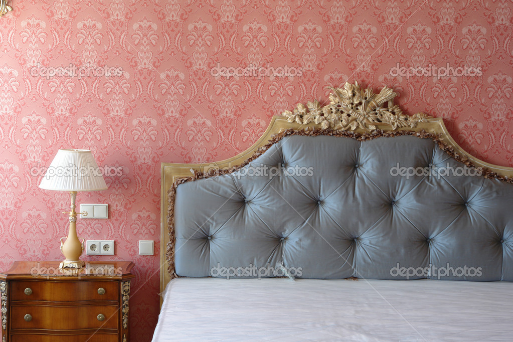 gro es bett mit hohem kopfteil stockfoto 3127825. Black Bedroom Furniture Sets. Home Design Ideas