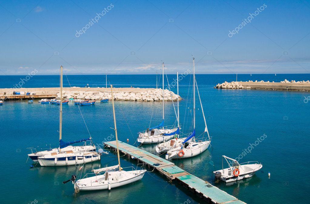 Port touristique de giovinazzo pouilles photographie - Port des pouilles ...