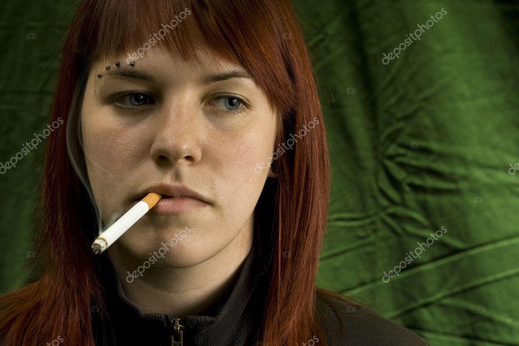 dívčí dívka kouření velké péro peníze