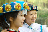 két kínai nő a hagyományos ruhák