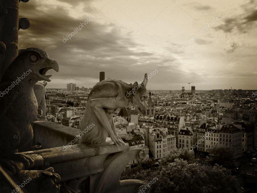 Gárgolas De Notre Dame Foto De Stock Somatuscani 3182948