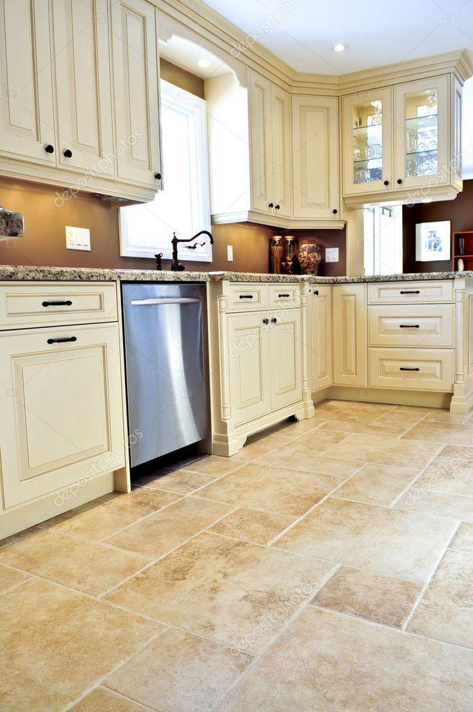 pavimento di piastrelle in cucina moderna — Foto Stock ...
