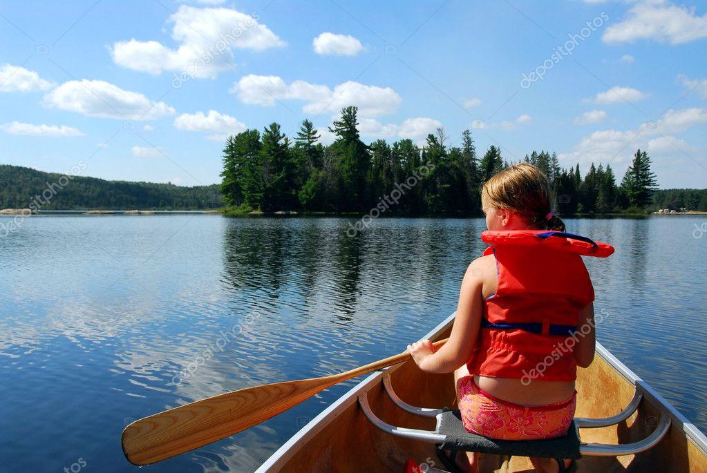 Фотообои Ребенок в каное