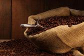 kávová zrna v pytli