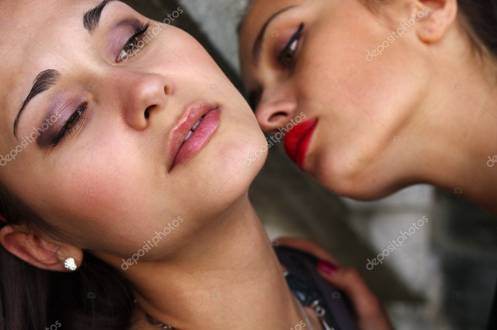 how to kiss another girl