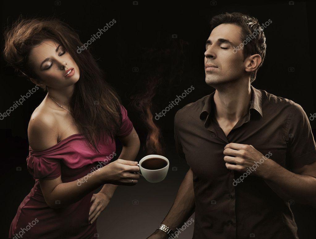 Couple Sexy Avec La Tasse De Caf  Photographie Konradbak  4596749-4195