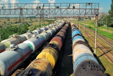 Transports tanks with oil
