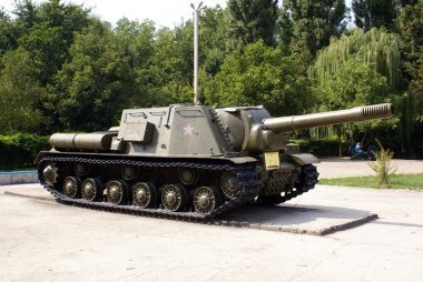 Green tank with red star