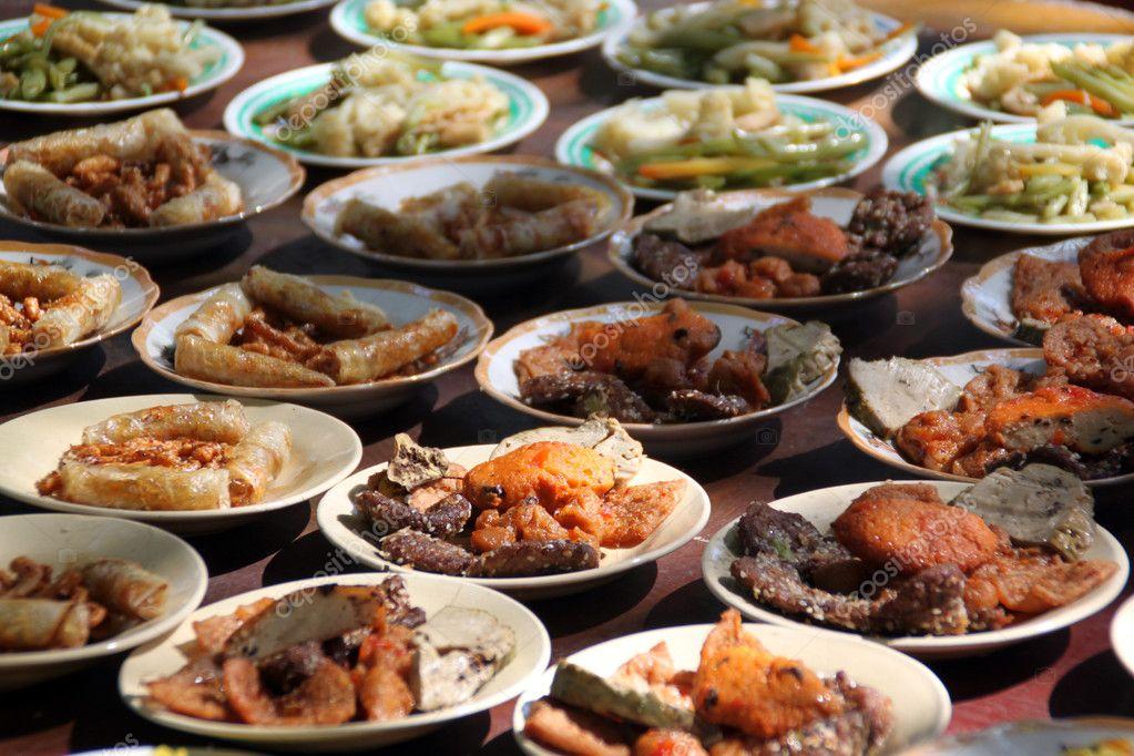 Mesa com comida fotografias de stock shanin 3781302 for Mesas para negocio comidas rapidas