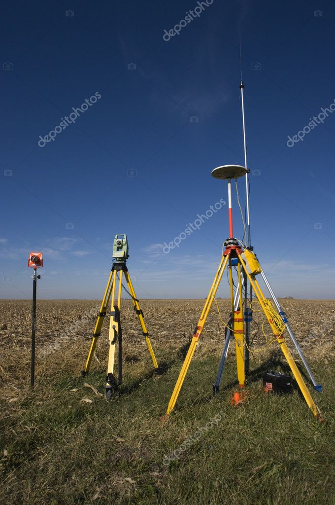 Surveying Electronic Distance Measurement : Gps unit total station and prism — stock photo benkrut