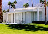 krásná pouští domů