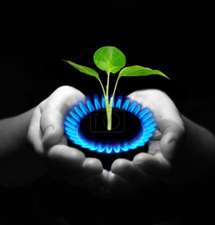 Photo pour Mains tenant un gaz de flamme - image libre de droit