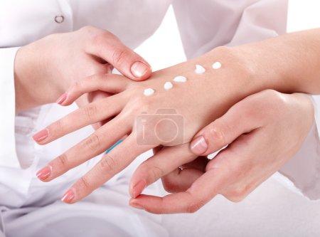 Photo pour Massage des mains. manucure. - image libre de droit